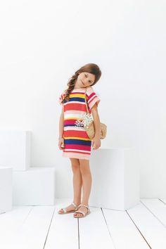 Gehaakt jurkje voor meiden in de leeftijd van 2 t/m 12 jaar. Leuk gratis haakpatroon van Phildar op de site van Vrouw. Erg leuk patroon om nog te maken voor deze zomer!