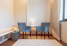 Egyik kedvenc tervezésem - Középpont jóga stúdió. Visszafogott nyugodt terek, indirekt világítások, kiegyensúlyozott színvilág. Accent Chairs, Dining Chairs, Furniture, Home Decor, Upholstered Chairs, Decoration Home, Room Decor, Dining Chair, Home Furnishings