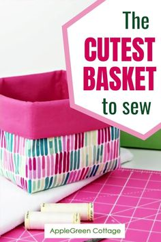 Probably the best diy basket pattern out there! See how to sew a basket in 3 different sizes, for all your storage needs. This useful handmade storage basket can be used in any room around the house; keep items together in a safe place, perfect for baby items, childrens toys, make up, bathroom organiser and more. These diy fabric baskets are so cute and super easy to sew. Easy Sewing Patterns, Easy Sewing Projects, Sewing Crafts, Sewing Projects For Beginners, Crafts To Sew, Sewing Tutorials, Sewing Pattern Storage, Sewing Diy, Diy Craft Projects