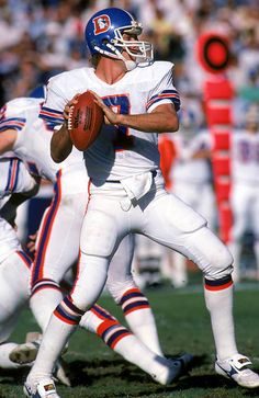 John Elway, Denver Broncos - he may be retired but he is still one of the greats! Denver Broncos Football, Go Broncos, Broncos Fans, Football Boys, School Football, Super Bowl, Nfl Football Players, Football Helmets, John Elway