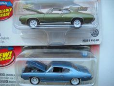JOHNNY LIGHTNING CLASSIC GOLD 1968 & 1969 PONTIAC GTO WHITE LIGHTNINGS MOC