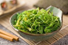 Common around our coastline, nutrient-filled sea vegetables are proving a popular addition to our diet. Superfoods, Foods With Iodine, Seaweed Salad Recipes, Pasta Casera, Sea Vegetables, Green Superfood, Nutrition, Alkaline Foods, Weight Gain
