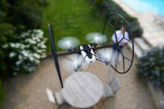 Parrot Rolling Spider è un minidrone volante che si arrampica pure