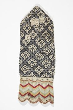 An old mitten pattern from Estonia. Too beautiful to be true :)
