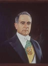 Getúlio Dornelles Vargas (19/4/1882 - 24/8/1954) foi o do Brasil durante dois mandatos.: 1930 a 1945 e de 1951 a 1954. - Entre 1937 e 1945 instalou a fase de ditadura, o chamado Estado Novo. - Vargas assumiu o poder em 1930, após liderar a Revolução de 1930 - Governo marcado pelo nacionalismo e populismo.  - Fechou o Congresso Nacional no ano de 1937 e instalou o Estado Novo, governando de forma controladora e centralizadora