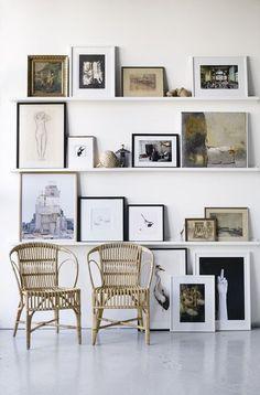 gallery wall using shelves //Galleri - Linda Åhman Interior Designer