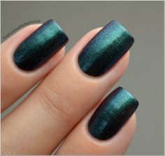 Today I'm showing you Epoch from the brand Cirque. Epoch has a shimmery duochrome finish and shifts from dark teal to purple. It's a real stunner, I love it! Epoch was easy to apply and dried fast, I used three thin coats.