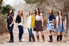 Don't forget the spread-out look! Each their own pose! Group Senior Pictures, Group Photo Poses, Prom Pictures, Family Pictures, School Photographer, Group Photography, Photography Ideas, Children Photography, Teen Photo