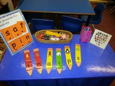 Place the objects on the right grapheme. Phonics Games, Phonics Reading, Jolly Phonics, Teaching Phonics, New Years Activities, Phonics Activities, Language Activities, Autumn Activities, Literacy Year 1