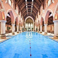 piscina in chiesa sconsacrata