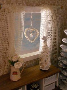 Tarvikkeet  - hopeoitua kuparilankaa, paksuus 0,8 mm,17cm  - metallilanka, paksuus 0,3 mm, n. 10 cm  - pieniä helmiä n. 23 kpl  -...