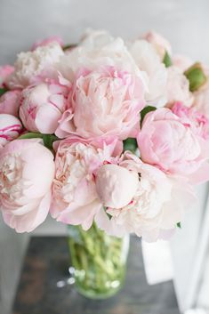 There is nothing worse than purchasing a bouquet of flowers to find they wilt and brown within days. Here are 8 ways to keep cut flowers alive for longer Brown Flowers, Cut Flowers, Fresh Flowers, Beautiful Flowers, Flowers Last Longer, Pink Peonies, Planting Flowers, Floral Arrangements, Backgrounds