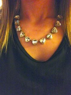 stella and dot via http://mbpkstyle.blogspot.com/2014/03/oscars-fat-tuesday.html love the simplistic statement necklace