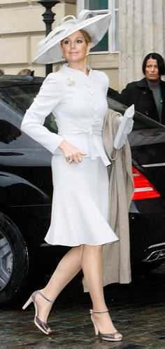 Beautiful white peplum jacket and skirt. The hemlines of the skirt are perfect as well as the length of her skirt.