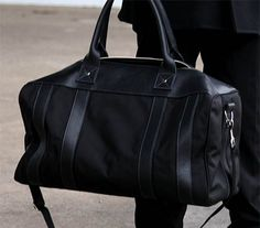 THE WORTON WEEKENDER (00 AGENT) | Inspired by stylish travel, the Worton Weekender invites you to discover both luxury and functionality. The bag combines sophistication and sport - a fusion imperative for the working professional.