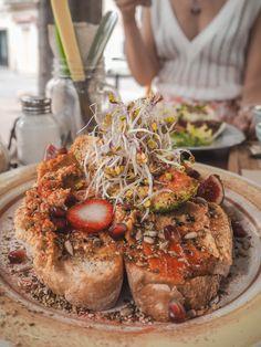 Brunch Spots in Palma Spanish Islands, Brunch Spots, Barcelona Travel, Restaurant, Foodie Travel, Pulled Pork, Good Food, Food And Drink, Ethnic Recipes