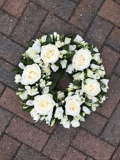 A beautiful tribute to the whole white funeral crown with roses, lisianthus and freesia & … – Floristry – Wreaths Funeral Floral Arrangements, White Flower Arrangements, Flower Centerpieces, Flower Wreath Funeral, Funeral Flowers, Flowers For Men, White Flowers, Casket Flowers, Funeral Sprays