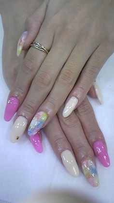 Like the pink n cream color but these nails are too long for my taste....