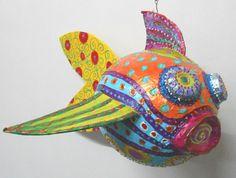 """poisson volant """"Roxane"""" en papier mâché et peinture joyeuse 48x45cm : Sculptures, gravures, statues par mosaiques-joyeuses-odile-maffone"""