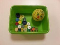 Meine Tennisballzange hatte ich Euch sicherlich auch schon mal gezeigt:      Das Fresserchen ernährt sich von Knöpfen oder Spielechips. Dabe...