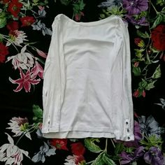 Gap super soft tee with gold buttons Gap super soft white xl tee with gold buttons GAP Tops Tees - Long Sleeve