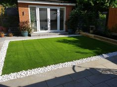 Monaco is a great all round grass that scores top of each test for density, resilience and softness. It's best to order a sample just to appreciate how great this grass is! Small Backyard Landscaping, Backyard Garden Design, Small Garden Design, Desert Backyard, Astro Turf Garden, Garden Turf, Lawn And Garden, Artificial Grass Garden, Artificial Turf
