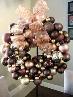 Fabulous Fall Wreath. I'm going to also make one for Christmas using these directions or metal wiring :)