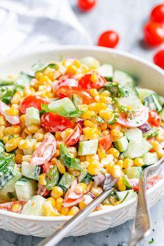 Corn Salad Creamy Corn Salad - - This crowd-pleasing fresh corn salad has amazing fresh flavor! Perfect for Potlucks and BBQs. - byCreamy Corn Salad - - This crowd-pleasing fresh corn salad has amazing fresh flavor! Perfect for Potlucks and BBQs. Best Corn Salad Recipe, Corn Salad Recipes, Corn Salads, Fresh Corn Recipes, Vegetable Salad Recipes, Veggie Dishes, Cheap Clean Eating, Clean Eating Snacks, Fresh Corn Salad