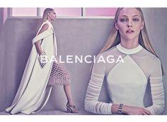 バレンシアガ(BALENCIAGA)の2015年春夏広告キャンペーンに、サーシャ・ピヴォヴァロヴァが登場。 ( page 4 )   VOGUE