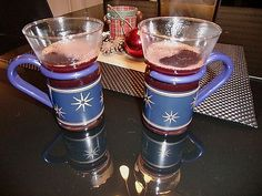 Mulled wine with black currant juice - recipes Black Currant Juice, Oranges And Lemons, Black Currants, Mulled Wine, French Press, Cinnamon Sticks, Red Wine, Coffee Maker, Mugs