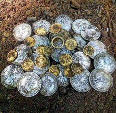 Treasure History Of Wine, Mystery Of History, Finding Treasure, Buried Treasure, Historical Artifacts, Ancient Artifacts, St Michael Pendant, Archaeological Discoveries, Gold Money
