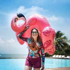 Hoje de body estampado, short rosa e claro, pernas lisinhas depois de usar Veet! #ootd #veet #muitomaisflamingo #muitomaisveet | publicidade