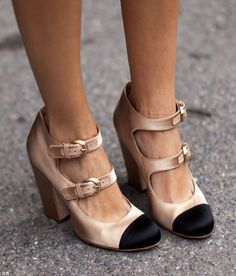 Celebrities who wear, use, or own Chanel Fall 2008 Satin Captoe Pumps. Also discover the movies, TV shows, and events associated with Chanel Fall 2008 Satin Captoe Pumps. Christian Louboutin, Cute Shoes, Me Too Shoes, Awesome Shoes, Trendy Shoes, Look Fashion, Fashion Shoes, Girl Fashion, Fashion Clothes