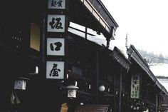 Takayama Snowing by O Li on Flickr.