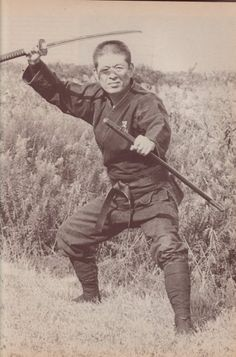 The Blind Ninja - Soke Masaaki Hatsumi Dr. Arte Ninja, Ninja Art, Ninja Warrior, Samurai Warrior, Japanese History, Japanese Art, Japanese Culture, Karate, Ninja Japan