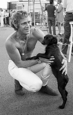 Few people's influence have stood the test of time like Steve McQueen. Once the highest paid actor (and arguably the best dressed man) in Hollywood, he continues to live up to his title as King of Cool today. Not convinced? Here's 12 pictures to prove it. Steven Mcqueen, Hollywood Actor, Hollywood Stars, Classic Hollywood, Hollywood Actresses, Steeve Mac Queen, Steve Mcqueen Style, Steve Mcqueen Movies, Best Dressed Man