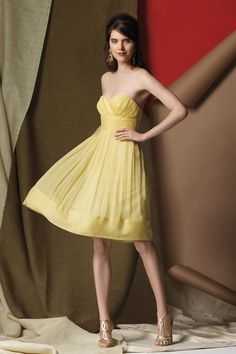 Pleated A-line Sweetheart Knee-length Chiffon Bridesmaid Dress