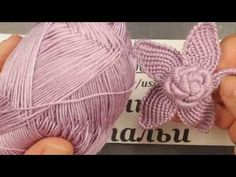 Today I show you some features how to crochet a scrolls for irish crochet top. You can apply these scrolls at Irish crochet project if you wont. Crochet Hats - Manta con pastillas hexagonales tejidas a crochet (granny hexagon) Crochet Spiderweb - Flor a c Beginner Crochet Tutorial, Crochet Flower Tutorial, Crochet For Beginners, Easy Crochet, Crochet Lace, Crochet Pincushion, Crochet Tutorials, Irish Crochet Patterns, Crochet Motifs