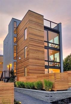 Grey, cedar + black windows. Amazing Architecture, Art And Architecture, Arch Building, Contemporary Beach House, Beach House Kitchens, Narrow House, Apartment Design, Cladding, Backyard