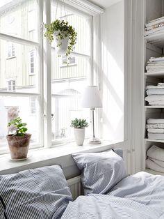 |Source| Via Beth Kirby Looks like my bedroom! Same linens :)