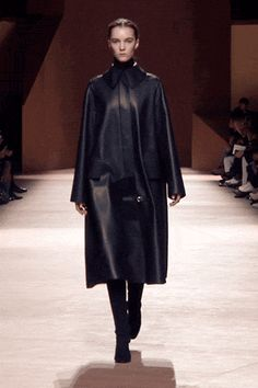 Riding spirit coat in blue-black lambskin, high waisted tapered trousers in blue-black wool gabardine, boots in black suede goatskin #hermes #hermesfemme #womenswear #fashion