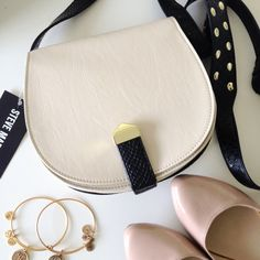"""HPx4  steve madden // cream crossbody handbag ❤️ Made the Posh Party Invite Page! HP 4x: Wardrobe Staples 9/28/15, Minimalist Chic 11/24/15, Best in Bags 12/9/15. Obsessions Party: 12/13/15. So thankful!❤️New with Tags! This crossbody handbag by Steve Madden is simply gorgeous! Cream & black with a cute gold-tone studded crossbody adjustable strap. Fully lined chevron printed polyester interior with back wall pocket & brand logo patch. Approx. 8x7""""  ⭐️ No Trades/PP Steve Madden Bags…"""