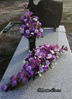 Cemetery Decorations, Cemetery Flowers, Sympathy Flowers, Funeral Flowers, Ikebana, Memorial Day, Paper Flowers, Floral Arrangements, Diy And Crafts