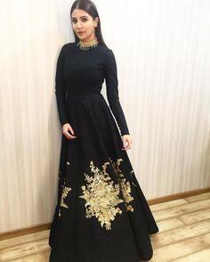 Stunner! Anushka Sharma is all dressed up for Ae Dil Hai Mushkil promotions