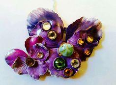 Spilla con pensees grande e piccola viola,rosette Swarovski www.annaritavitali.jimdo.com