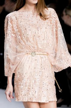 OMG, I LOVE THIS!!!!  Only would want a little longer for me :)    Ellie Saab - Holiday Dress Style l wantering.com