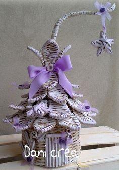Paper Weaving, Weaving Art, Weaving Designs, Weaving Patterns, Newspaper Crafts, Paper Basket, 3d Paper, Basket Weaving, Quilling