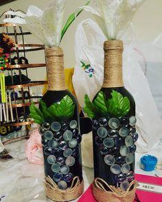 Décorer votre espace avec les bouteilles décoratives de La Duchesse Collection Bottle, Collection, Instagram, Home Decor, Decorative Bottles, Creative Crafts, Outer Space, Decoration Home, Room Decor