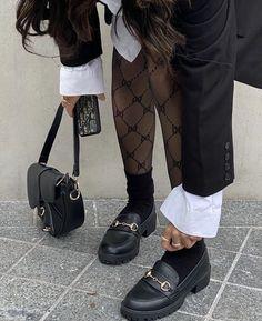 Look Fashion, Winter Fashion, Fashion Outfits, Korean Girl Fashion, Korean Street Fashion, Fashion Black, Fashion Women, Luxury Fashion, Estilo Ivy