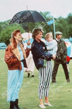 May Princess Diana and Duchess of York, Sarah & Prince Harry at a polo match at the Guards Polo Club in Windsor, Berkshire. Lady Diana Spencer, Diana Son, Sarah Duchess Of York, Duke And Duchess, Prince Charles Et Diana, Prince Andrew, Prince William, Diana Williams, Princess Diana Fashion
